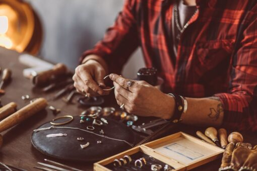Discover Some of the Advantages of Investing in Pawn Shop Jewelry
